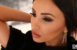 Breath taking sex goddess Alyssia Kent gets her DP cravings fulfilled
