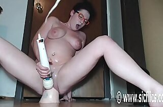 Wrecking Her Pussy With a Colossal Dildo