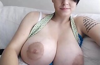 Huge tits playing with big niples
